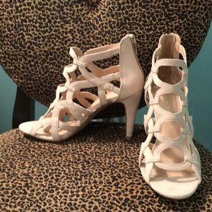 Size 7 Kelly & Katie cream heeled sandals NWOT